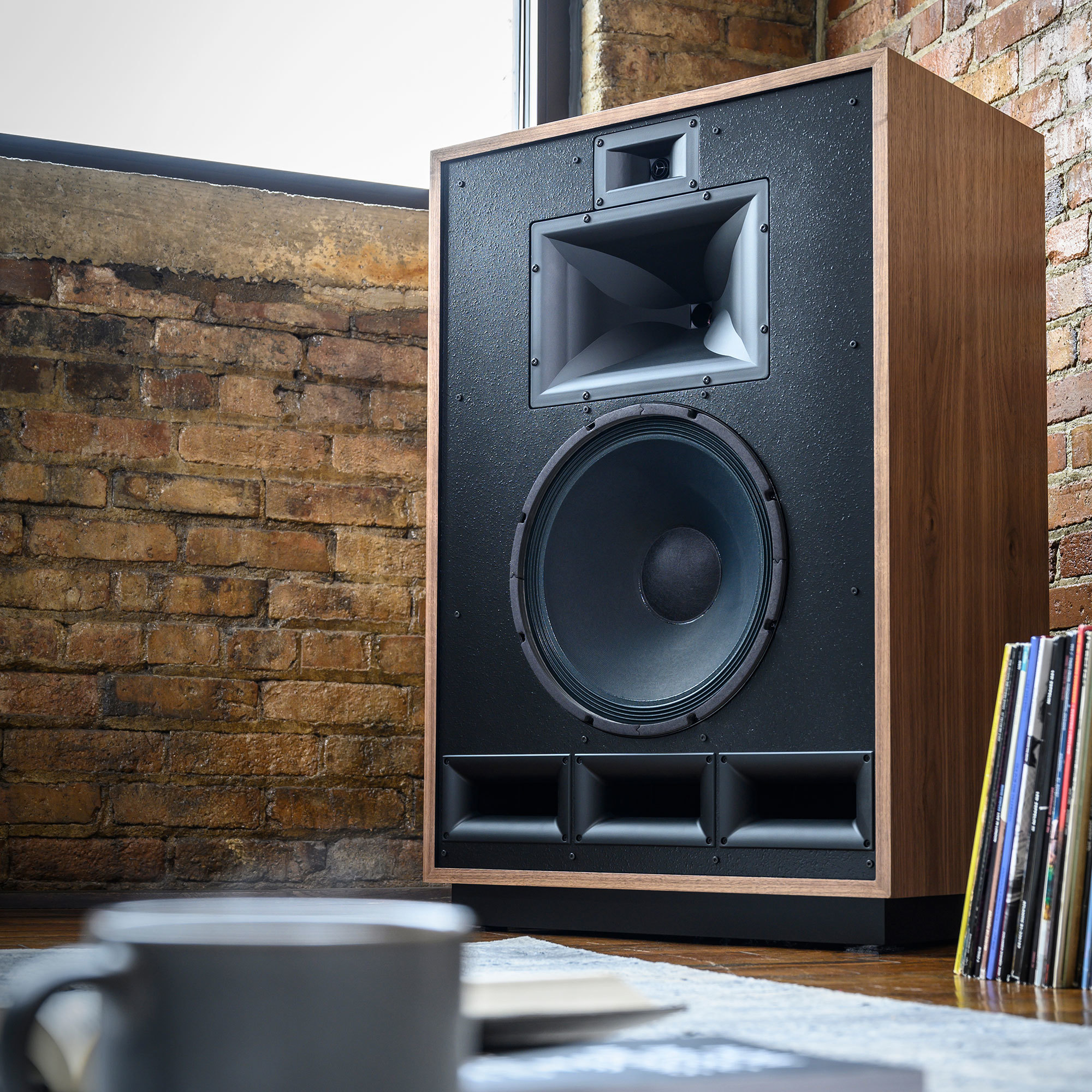 https://d2um2qdswy1tb0.cloudfront.net/product-images/Klipsch_Cornwall_IV_in-acorner.jpg?mtime=20191204103505&focal=none